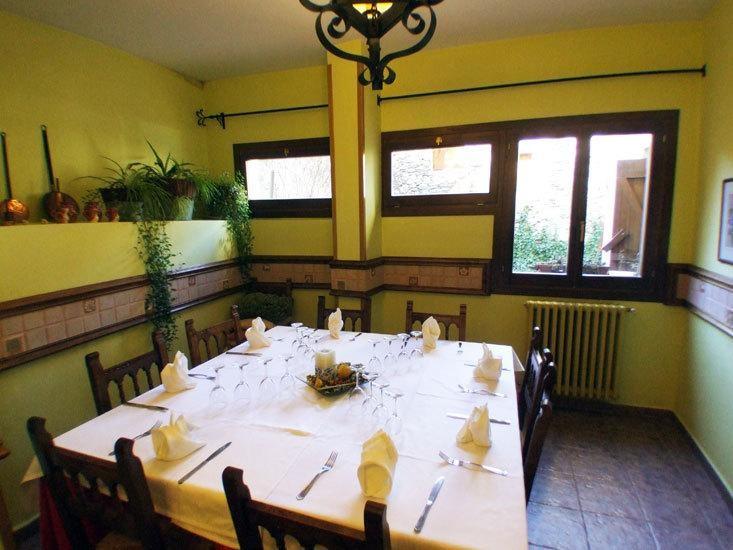Mesa en Restaurante Hotel Tres Picos