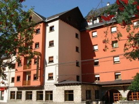 Fachada del Hotel Villa de Canfranc